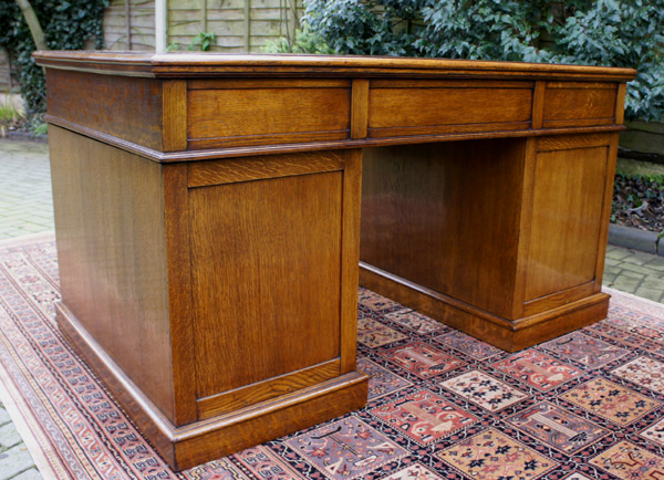 Antique English Oak Pedestal Desk - Antique English Oak Pedestal Desk SN554