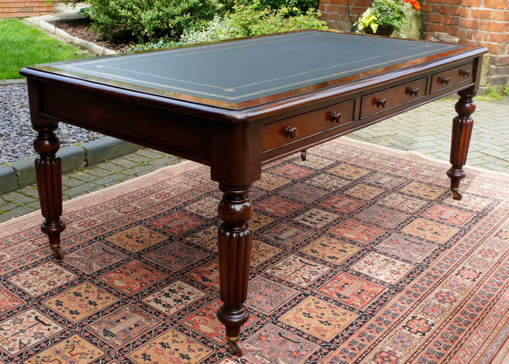 Merveilleux Mahogany Library Table Leather Tooling. 4/15