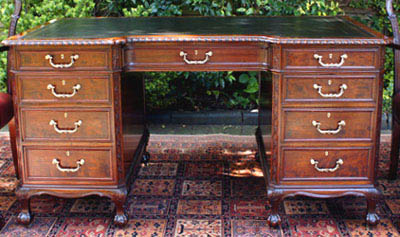 Antique Gillows Mahogany Knee-hole Desk